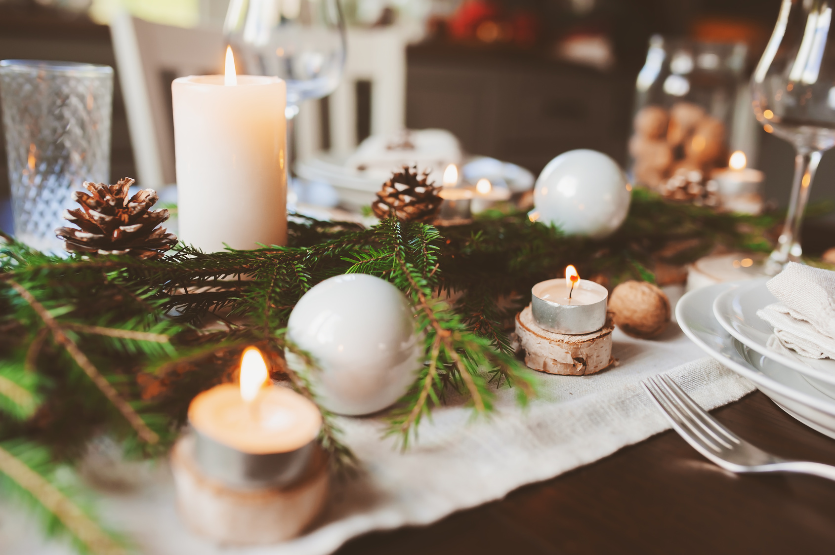 5 Common mistakes to avoid this Christmas - Christmas table - Sash Smart