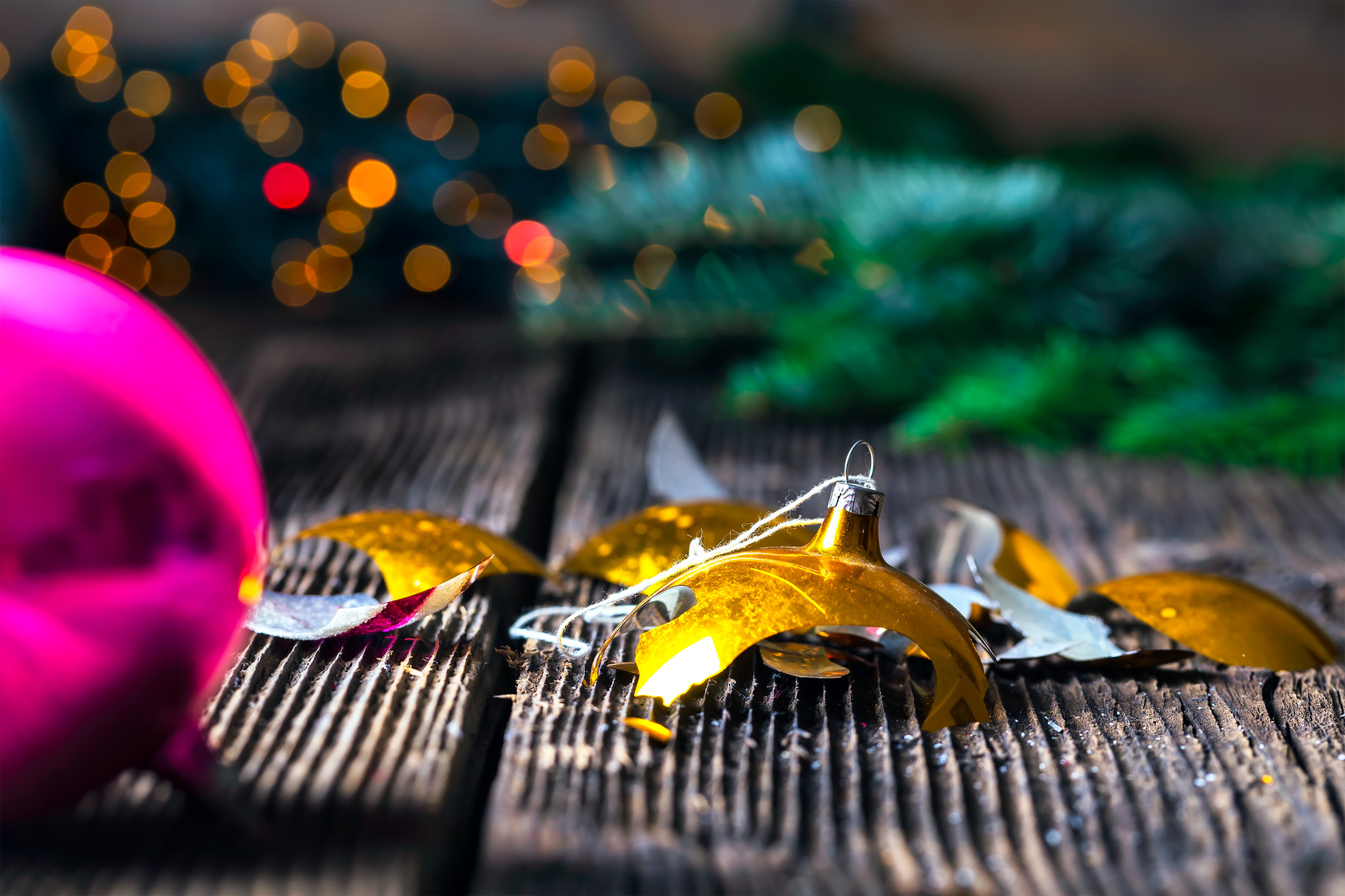 5 Common mistakes to avoid this Christmas - Broken Decorations - Sash Smart